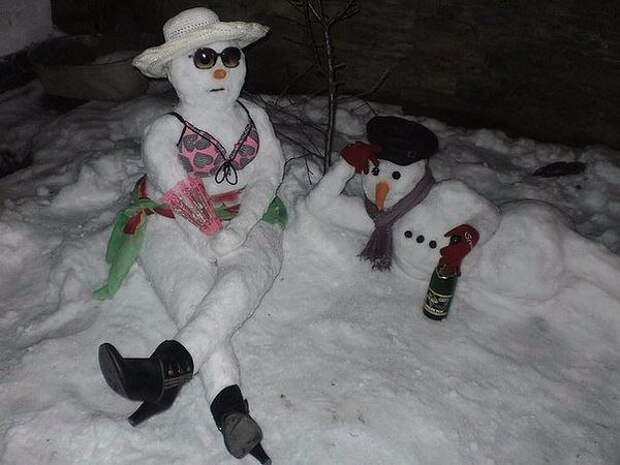 Попросила мужа  слепить детям снеговиков ...... порадовал  )