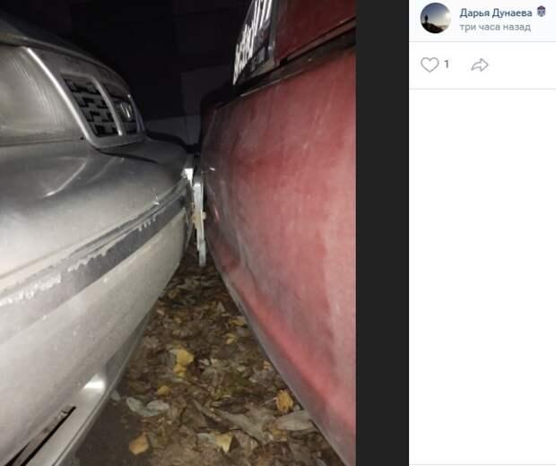 В Головинском автомобилист зажал соседа на парковке