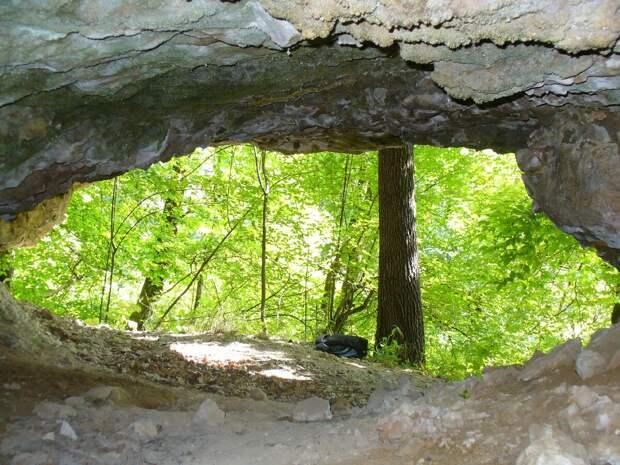 Вход в Будкову пещеру