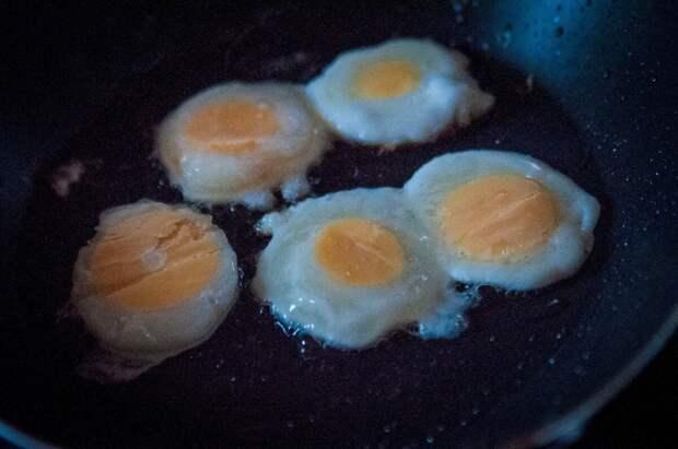 Муж проиграл мне спор))) Как приготовить из одного куриного яйца - 5 яичниц. Делюсь необычным рецептом