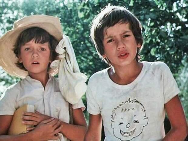 Диме Баркову и Егору Дружинину на момент съемок было 10 лет. Кадр из фильма «Приключения Петрова и Васечкина, обыкновенные и невероятные»