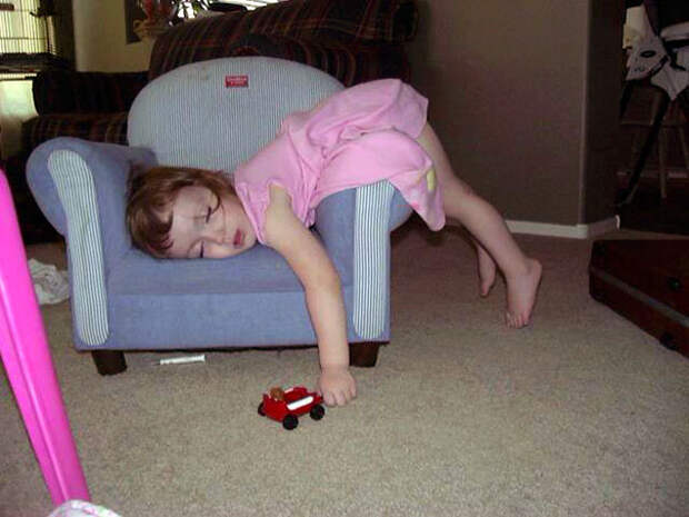 funny-kids-sleeping-anywhere-112-57aad960980a1__605