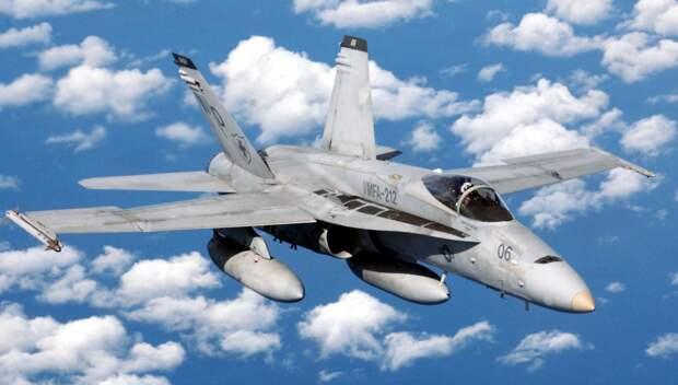 Пользователей Сети восхитил уникальный маневр истребителя F-18