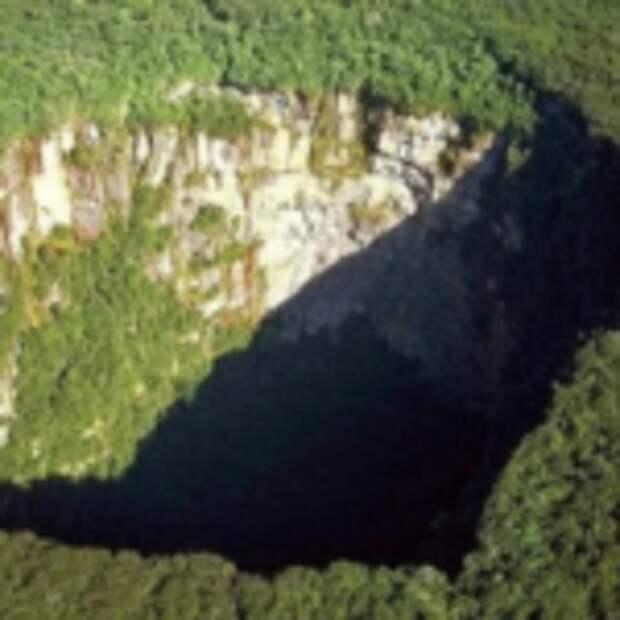 ВКитае нашли огромную пещеру, где, скорее всего, неступала нога человека