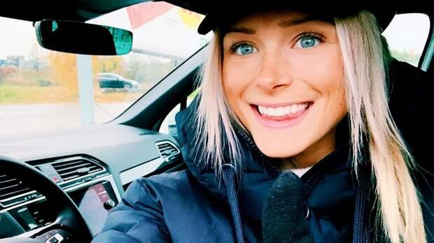 Шведская лыжница Карлссон рухнула, пытаясь ударить ногой боксерскую грушу. Она смеялась дослез