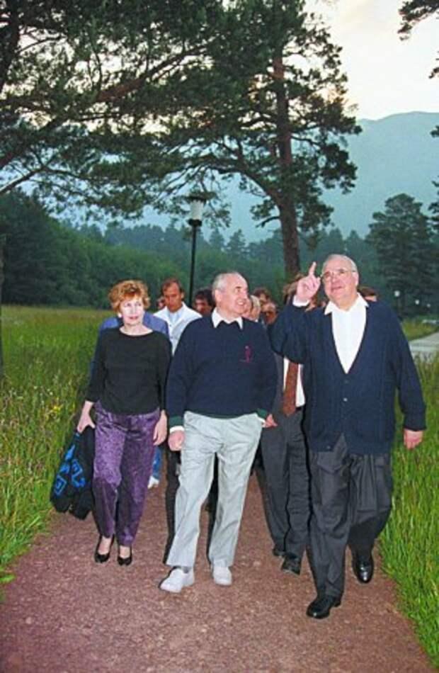 БНД против Штази: Как Горбачёв сдавал Германию и спецслужбы