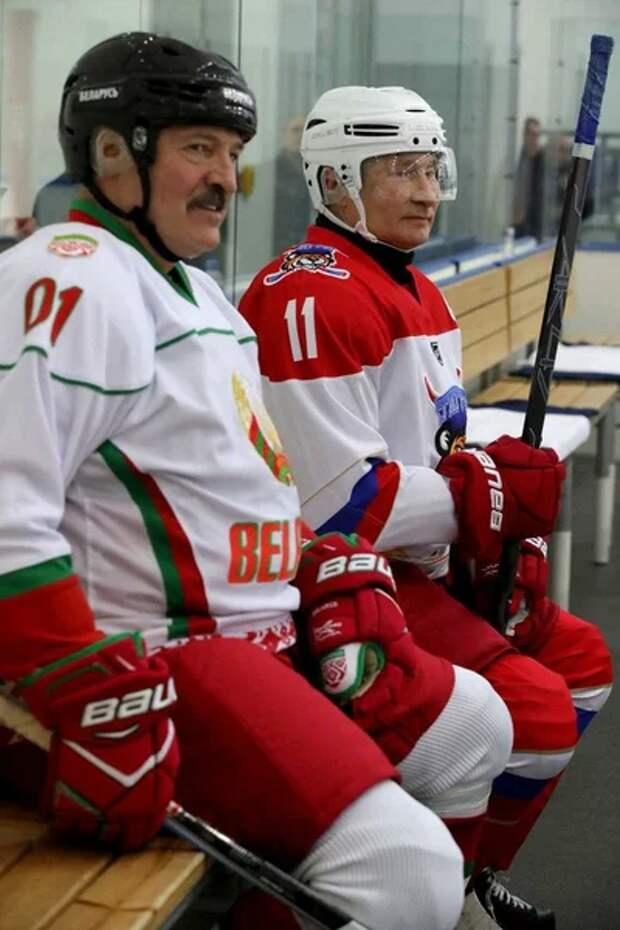 "Фото от тг-канала ""Пул №3. Владимир Путин и Александр Лукашенко. они победили со счетом 4:1.."