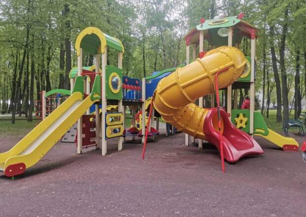 На детской площадке на улице Новоселов нашли ряд нарушений