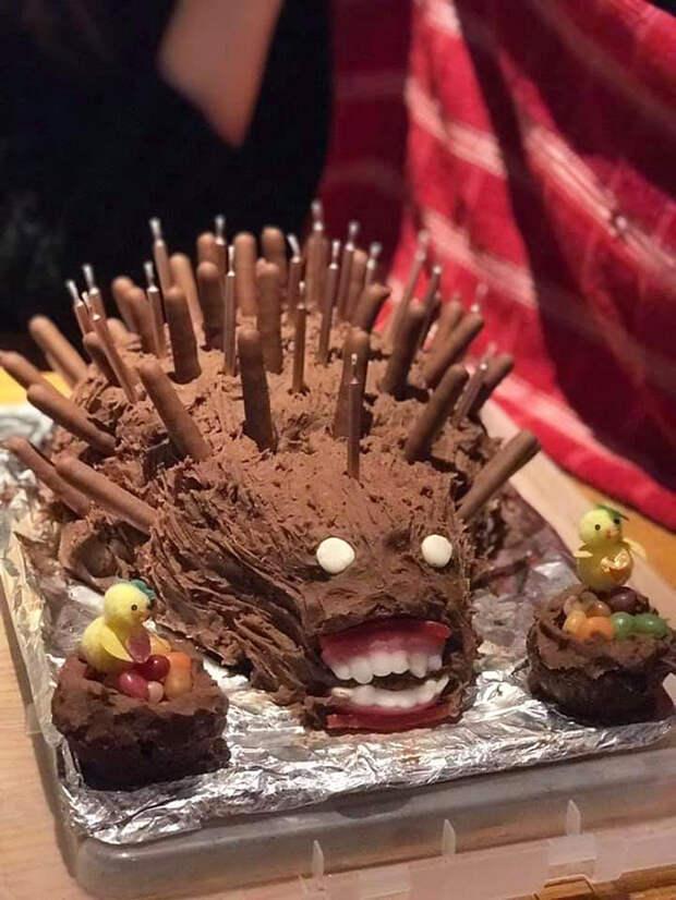 Кулинарные фейлы: 10+ неудачных тортов-ежей, которые не оправдали ожиданий