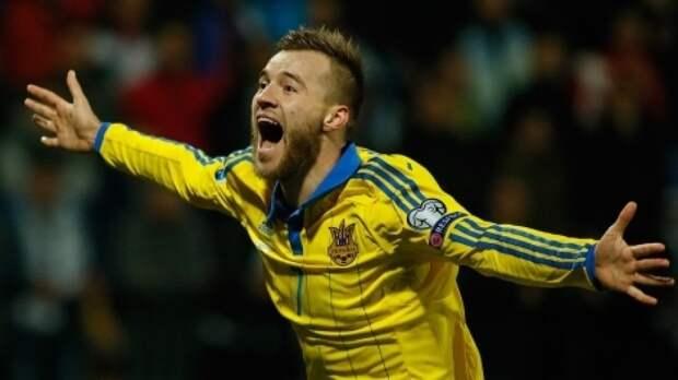 УЕФА потребовал от Украины убрать лозунги с формы сборной по футболу