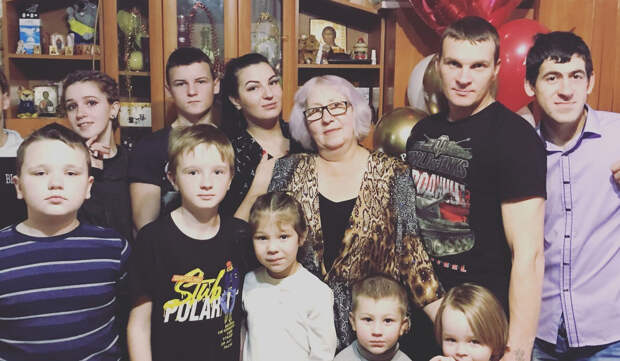 Активисты ОНФ помогли многодетной семье погорельцев из Краснобаковского района найти новое жилье