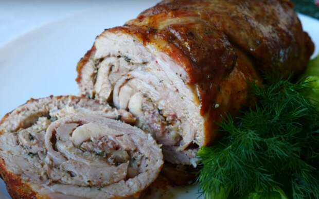 Праздничный рулет из двух видов мяса