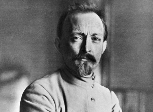 «А с портрета будет улыбаться нам Железный Феликс»  Почему Дзержинский — Железный?