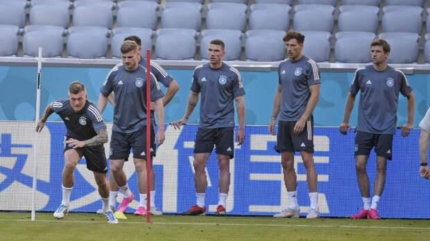 Матч между сборными Франции и Германии стартовал на стадионе Альянц-Арена