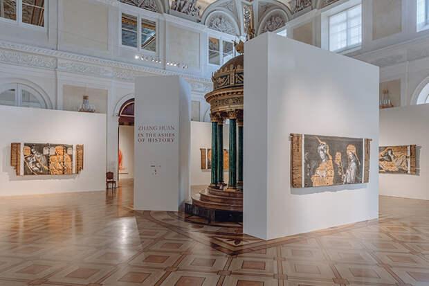 Матильда Шнурова, Алена Долецкая, Екатерина Андреева и другие на открытии выставки в Эрмитаже