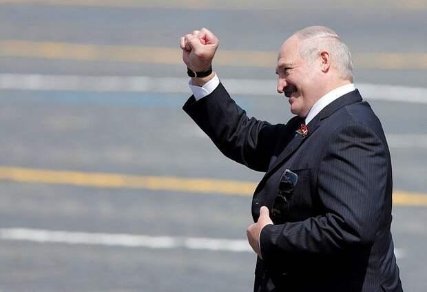 Лукашенко поздравил Путина с Днём Победы