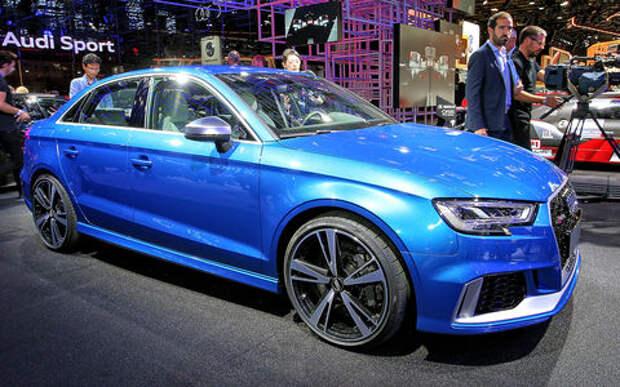 Седан-огонь: Audi подразнила европейцев спорткаром RS3