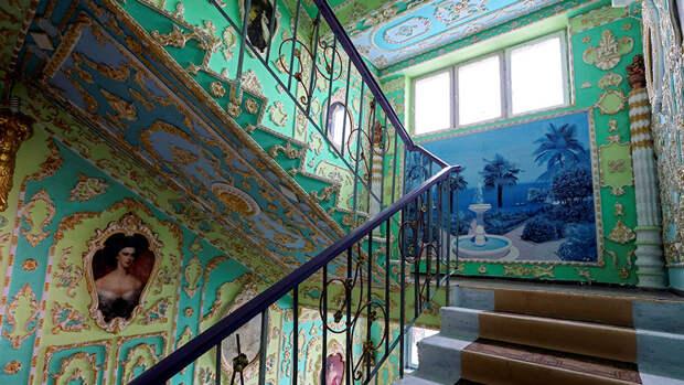 Подъезд-дворец в Киеве