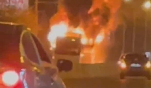 Автобус спассажирами загорелся напроспекте Стачки вРостове-на-Дону