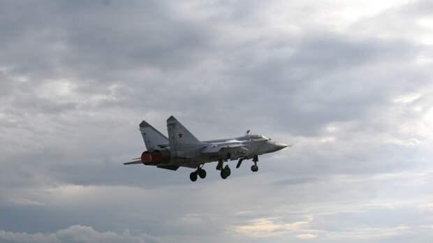 Истребитель МиГ-31 ВКС РФ перехватил самолеты ВВС США и Норвегии над Баренцевым морем