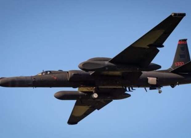 """США подняли в воздух культовый самолет """"холодной войны"""" из-за России"""
