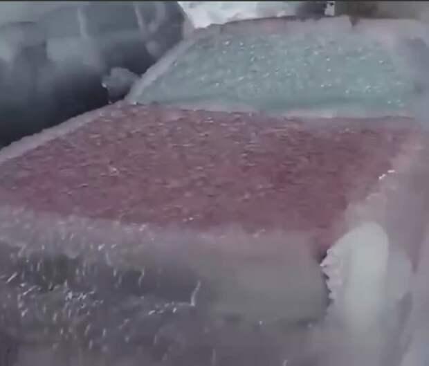 Авто на Госпитальном Валу помогла завести незнакомка на белом «Ситроене»