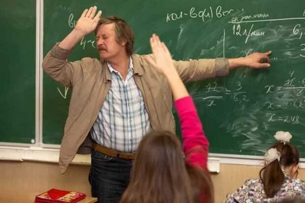 35 000 рублей – минимальный оклад для учителей в 2022 году. Кто может рассчитывать на такую сумму?