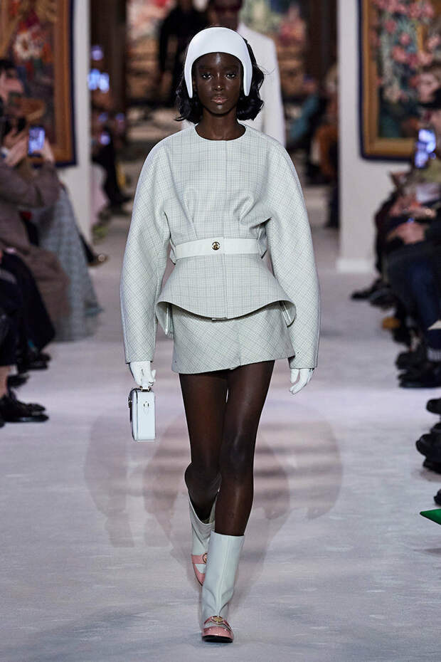 Тренд будущего сезона: костюм двойка с юбкой