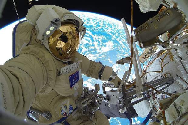Космонавты будут получать полмиллиона рублей в месяц