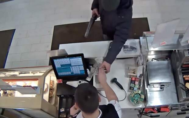 Ограбление на АЗС раскрыли быстро. Повсюду видеокамеры!