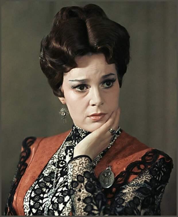 Вспоминаем самые яркие роли несравненной Элиной Быстрицкой, изображение №8