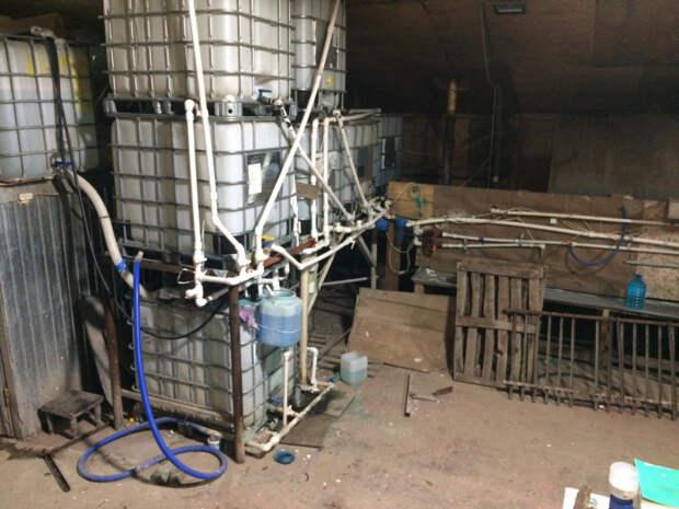 Цех по розливу незамерзайки и алкоголя из метилового спирта накрыли в Сарапуле