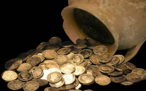 Отец взломал стену дома в Курске и отошел в сторону: посыпались золотые монеты
