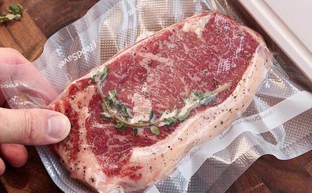 Заморозили мясо по совету повара: хранится до полугода, не теряет вкус и не впитывает запахи