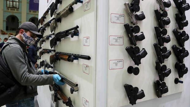 В Госдуме предложили выдавать право на оружие только служившим в армии