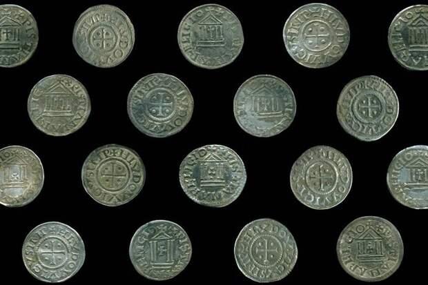 ВПольше найден большой клад монет эпохи Каролингов