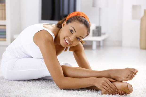 Выполняя упражнения, старайтесь не совершать резких движений