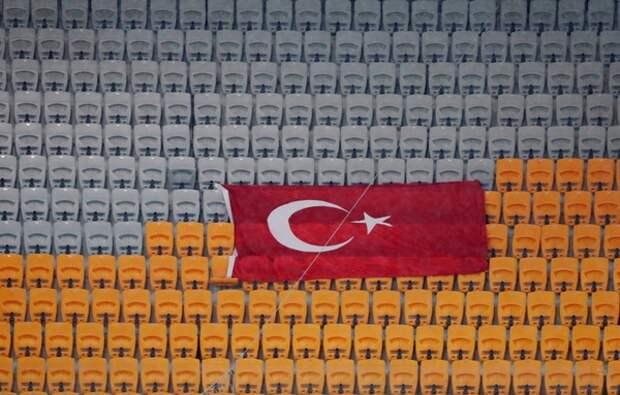 В Турции футболист убил 5-летнего сына с симптомами COVID-19