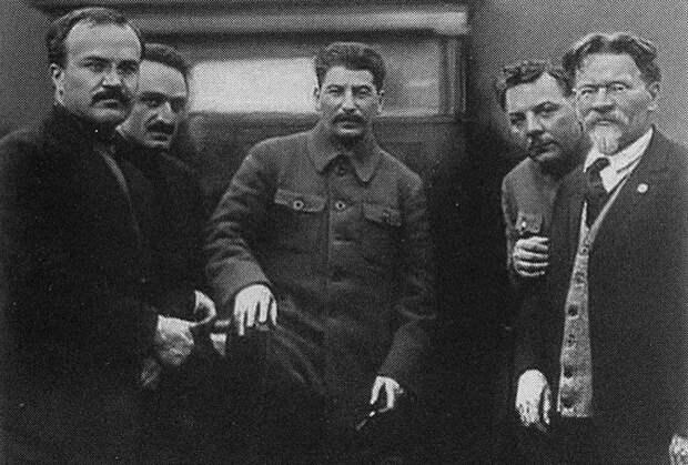 Анастас Микоян и Григорий Арутинов, отчим Нами