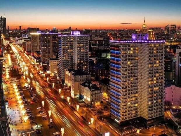Собянин рассказал, как в городе подбирают подсветку для зданий