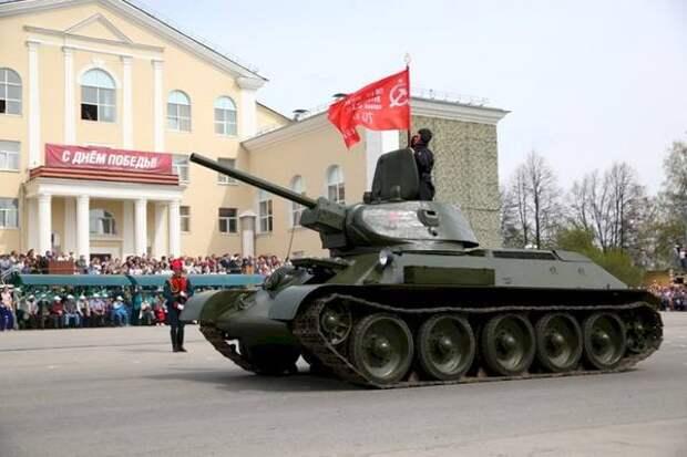 Раритетные танки и авиашоу – ЕАН ведет трансляцию парада из Верхней Пышмы (ВИДЕО)