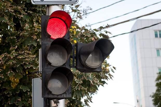 На трех перекрестках в Краснодаре отключили светофоры