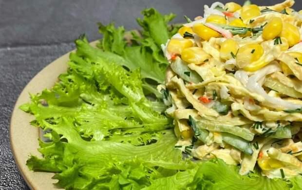 За много лет впервые встретила новый рецепт салата с крабовыми палочками (в разы вкуснее обычного, делюсь)