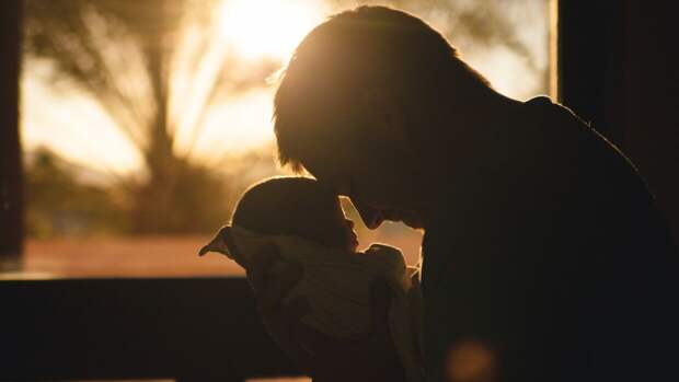 Правительство РФ не одобрило инициативу об отпуске до 10 дней для отцов новорожденных