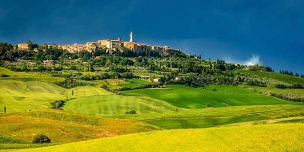 http://italy4.me/wp-content/uploads/2016/12/pienza_tuscany_italy_cr.jpg