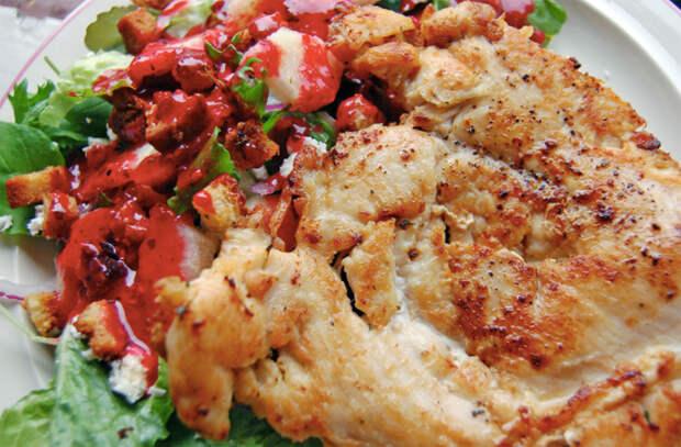 Заливаем курицу томатным соусом: простая добавка дает совсем новый вкус