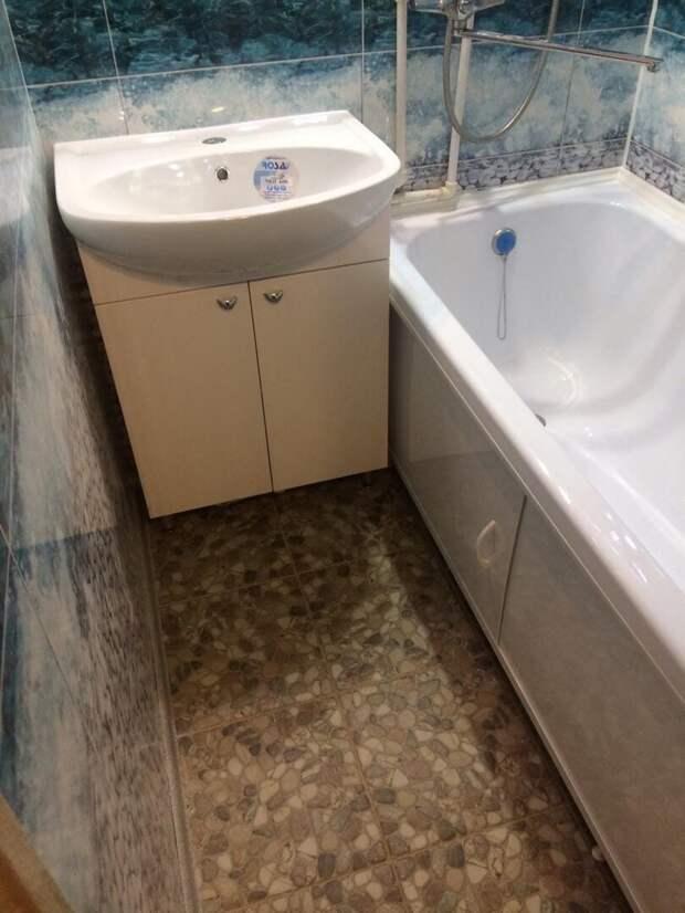 Избавились от замызганной ванной, сделав бедненький, но чистый ремонт. Фото до/после