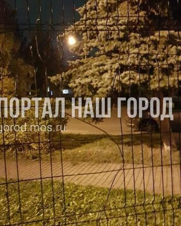 Ограждение детской площадки на Родионовской изувечили вандалы