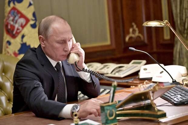 Путин и Лукашенко поздравили друг друга с Днем Победы