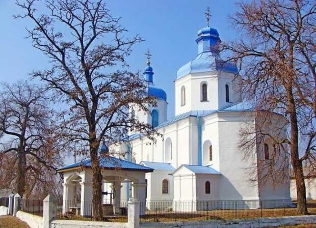 Покровская церковь в селе Сулимовка, возведенная на средства гетмана. /Фото: metry.ua